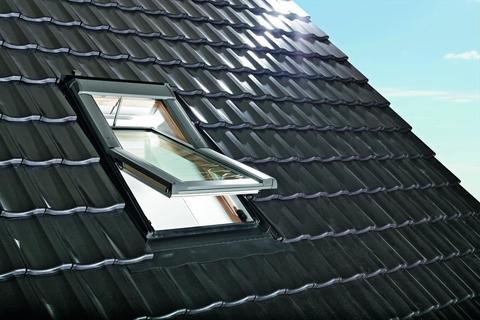 Roto Wohndachfenster Tronic R69GH natur WD 06/11 elektrisch Alu Designo 3Comfort Schwingfenster Holz