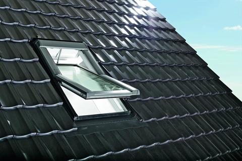 Roto Wohndachfenster Tronic R69GK W WD 06/09 elektrisch Alu Designo 3Comfort Schwingfenster Weiß