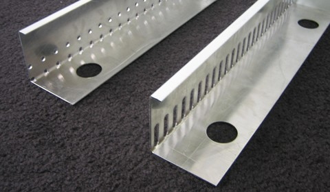 Raku Kiesleiste 80/100 mm 2 m Auflage gelocht 30 mm, Langloch 1,5 mm Alu
