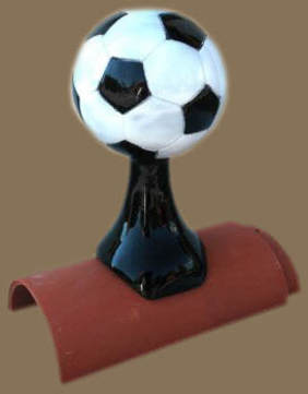 Thomas Karl Dachschmuck Fußball 111 45cm Naturgetreu mehrfach glasiert